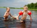 Правила безопасности в открытых водоемах и бассейнах для родителей с детьми